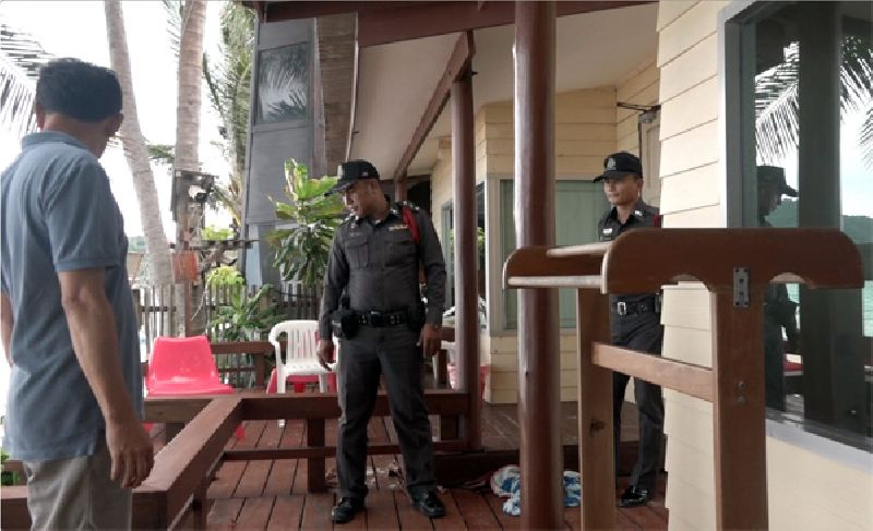 Police investigate the scene Wednesday where gunfire hit rooms in which tourists were sleeping the day before at Palita Lodge on Haad Rin Nok, Koh Phangan - Picture Credit @ Khaosodenglish.com By Sasiwan Mokkhasen