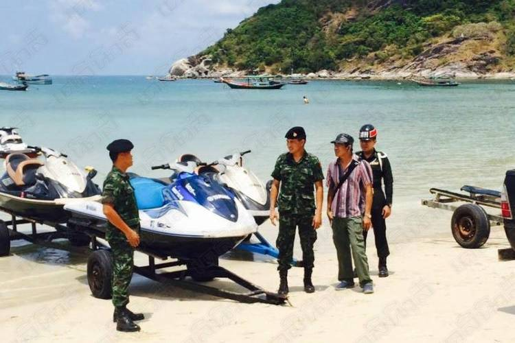 Soldiers turned up at a Koh Phangan beach Sunday to take action against a jet ski operator - Image Credit www.dailynews.co.th