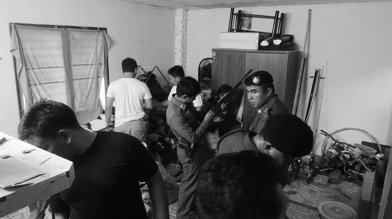 koh-phangan-police-raid-tatoo-shop-28102016