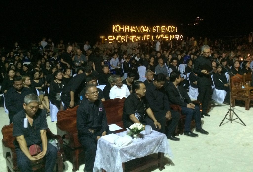 A ceremony attended by local officials was held in respect of His Late Majesty King Bhumibol on Tuesday night on Koh Phangan before the monthly Full Moon Party.