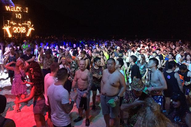 30,000 tourists party at Koh Phangan's 'infamous' Full Moon Party
