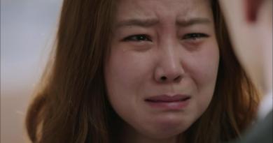 asian-woman-crying
