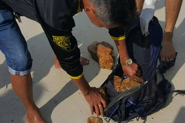 Five rocks were found in the backpack of a man found dead off Koh Phangan on Thursday. (Photo Credit @ Bangkokpost by Supapong Chaolan)