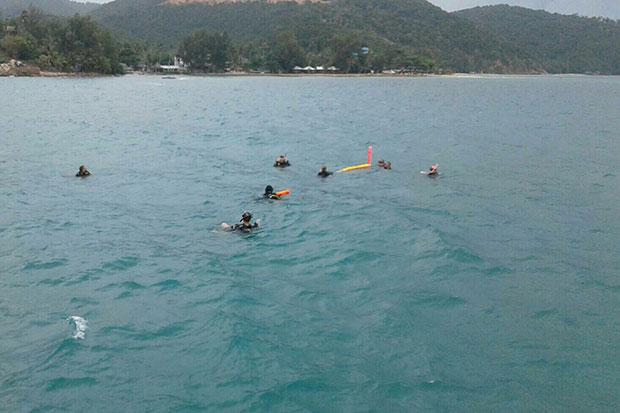 Divers search for a Japanese tourist off Koh Kor Ma in Koh Phangan district in Surat Thani on Wednesday. (Photo by Bangkokpost @ Supapong Chaolan)